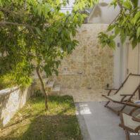 Courtyard-Akrotiri-Hotel-Vasiliki-Lefkada-15